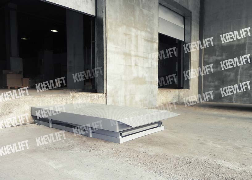 вантажні підйомники для складу